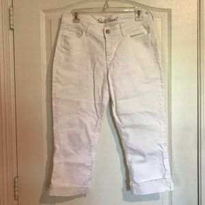 Old Navy Sweet Heart white capri jeans